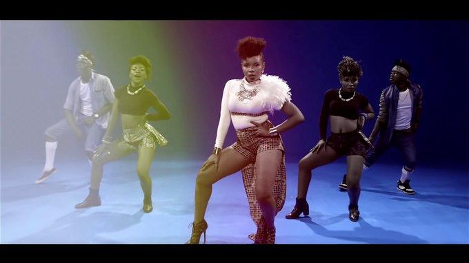 NEW VIDEO:  Pose – Yemi Alade Ft Mugeez